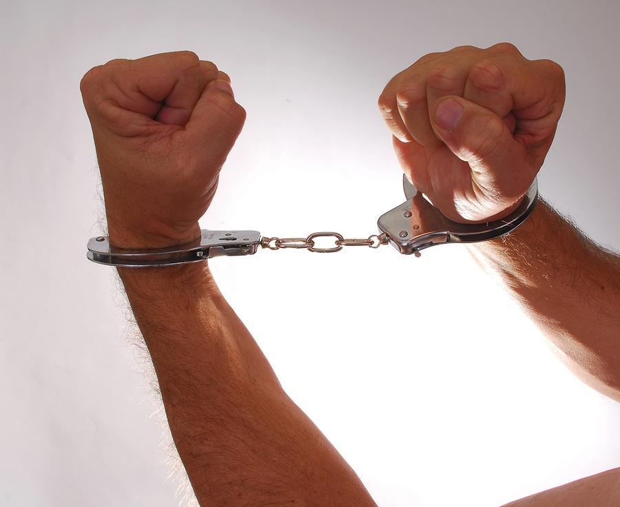 Handcuffsphoto_Handcuffs_547812